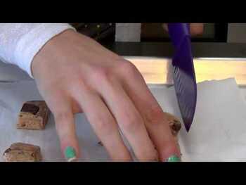 Видео обзор на Протеиновые батончики Печенье Крем 12 батончиков 60 г каждый